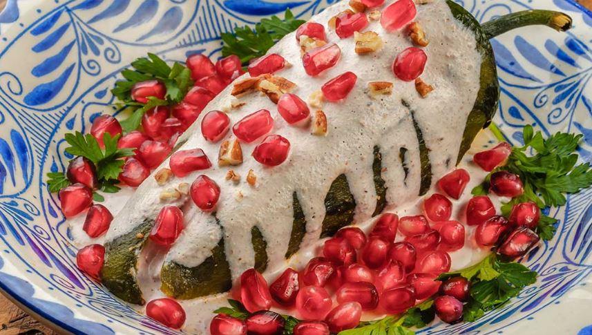 Chiles en nogada comidas tradicionales de mexico