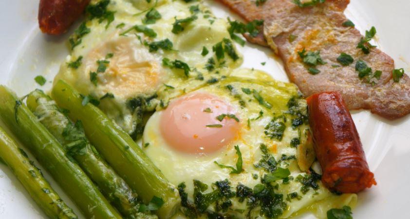 que comer en zaragoza Huevos al salmorejo