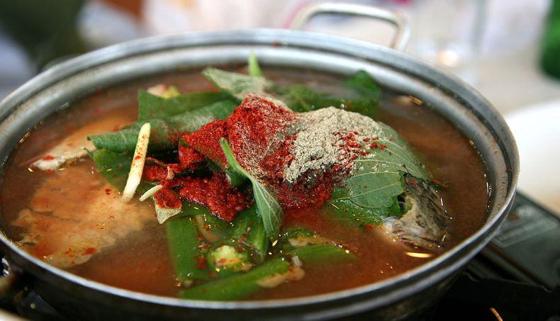 Mae-un tang comidas coreanas