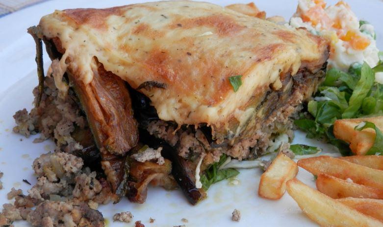 Mousakás comida griega