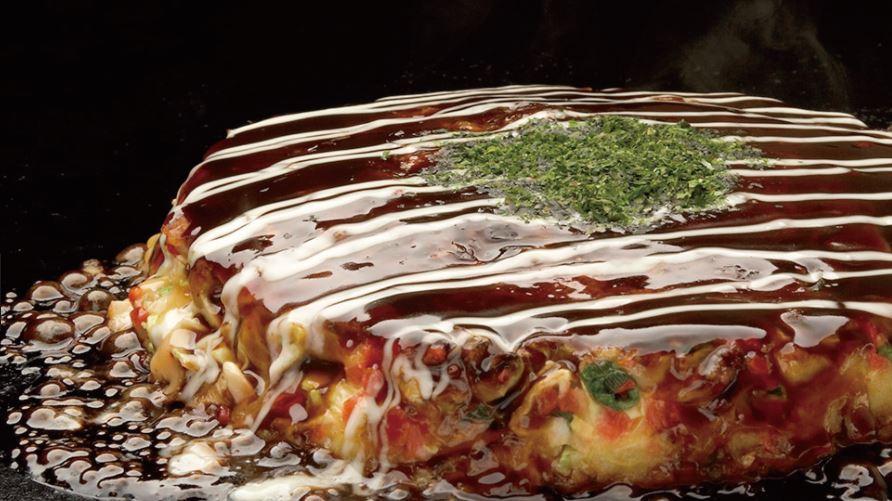Okonomiyaki (お好み焼き) comidas japonesas