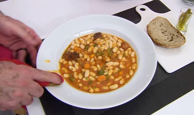 Pochas con chistorra gastronomia tipica de navarra