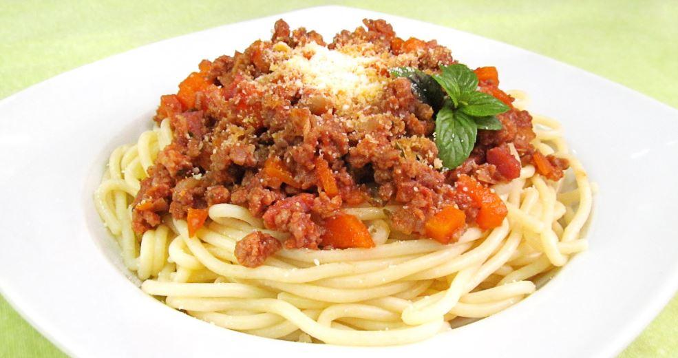 Spaghetti a la Bolonese gastronomia italiana