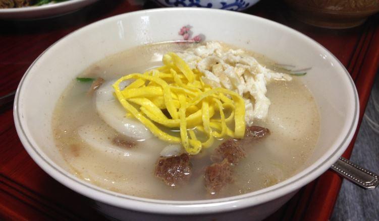 Tteokguk comida coreana