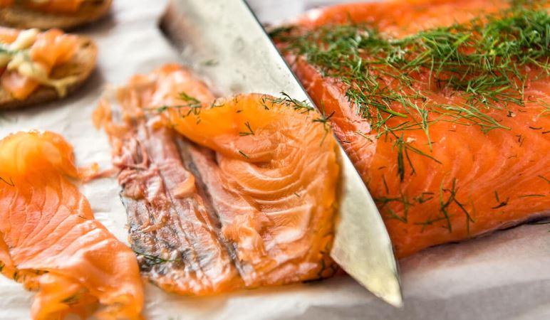 gravlax o salmon enterrado