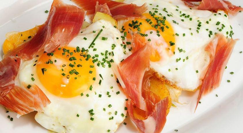 huevos estrellados productos tipicos de madrid
