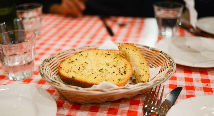 pan con aceite comida tipica de las islas baleares
