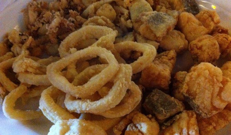 pescaito frito gastronomia andaluza