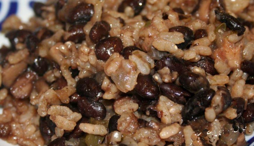 Diri ak djon-djon o arroz con hongos comidas tipicas de haiti